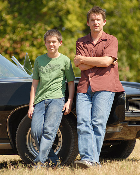 1404935134_boyhood-movie-ethan-article