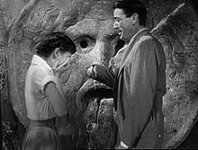 220px-Audrey_Hepburn_and_Gregory_Peck_at_the_Mouth_of_Truth_Roman_Holiday_trailer